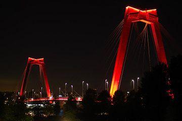 Willemsbrug in de avond van Andrew Chang