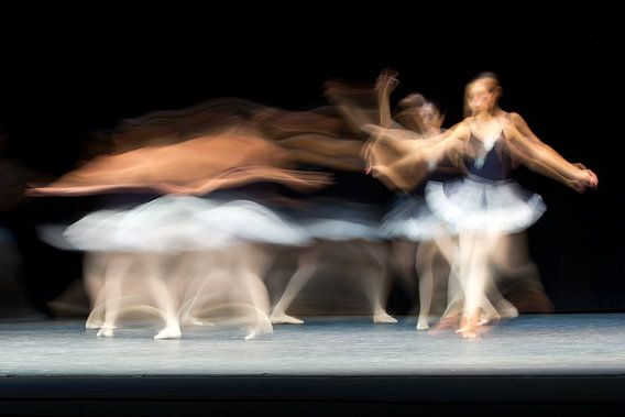 Abstracte ballerina danseres van Natasja Tollenaar