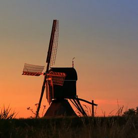 molen tijdens zonsondergang van Yvonne Blokland