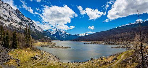 Panorama van het Medicine Lake, Canada