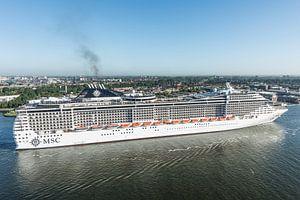 Amsterdam verwelkomt cruiseschip MSC Splendida