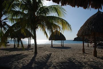 Zonsondergang  Daaibooi Beach Curacao van Carolina Vergoossen