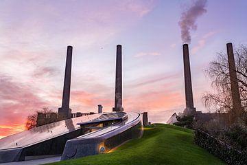 De krachtcentrale bij zonsondergang (Autostadt)