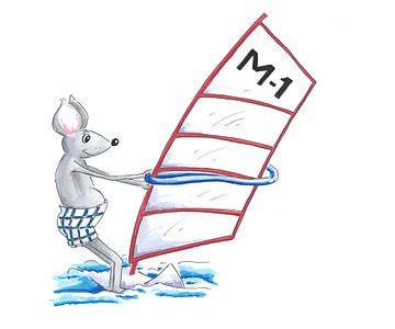 Muis doet aan watersport als windsurfer van Ivonne Wierink