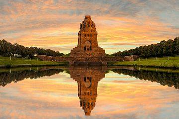 Prachtige zonsondergang Völkerschlachtdenkmal, Leipzig van Martijn Mureau