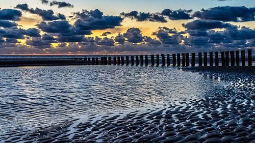 Strand Hollum met zonsondergang van