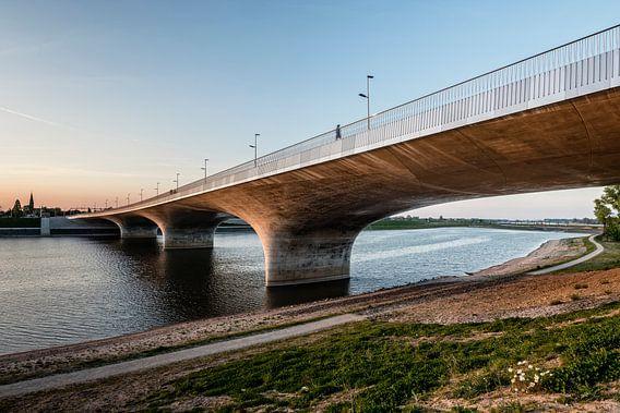 Aanloop Waalbrug 2, Nijmegen van Hans Hebbink