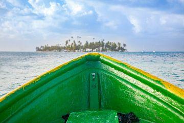 Sailing to a tropical island sur Michiel Ton