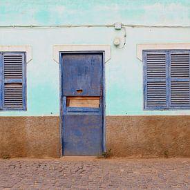 Verlaten woning, louvre deuren van Inge Hogenbijl