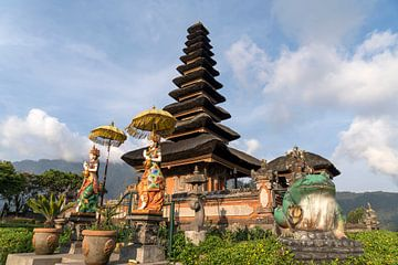 Watertempel Pura Ulun Danu Bratan, Bali, Indonesië van Peter Schickert