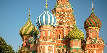 De koepels van de kathedraal bieden een kleurrijk decor voor toeristen eah jaar van Keith Wilson Photography
