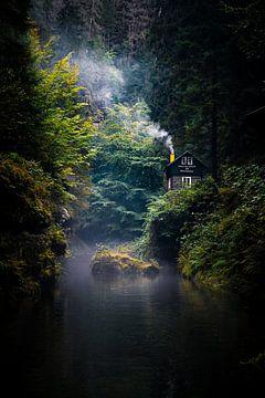 Hrensko huis aan de rivier en in het bos van Fotos by Jan Wehnert