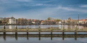 De haven van Blokzijl op een vroege lentedag