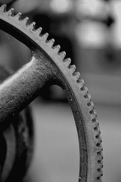 Zahnräder an einer historischen Maschine von Heiko Kueverling