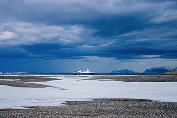 Dreigende wolken boven Spitsbergen van Merijn Loch