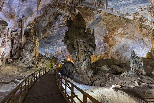 Stalagmiet in de grot van het paradijs - Phong-Nha, Vietnam