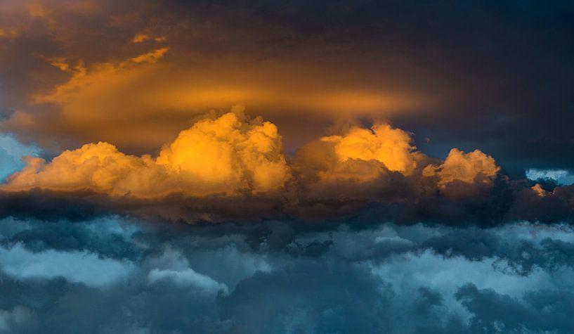 0905 Thunderstorm van Adrien Hendrickx