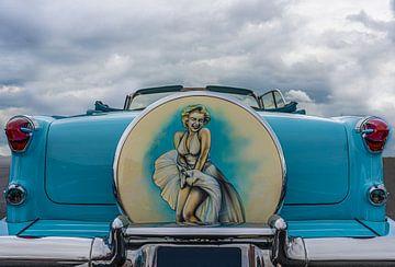 Klassieke Amerikaanse auto met portret van Marilyn Monroe