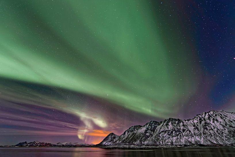 Aurora Borealis,het Noorderlicht boven de Lofoten,Noorwegen. von Tilly Meijer