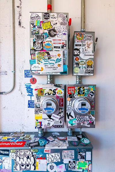 Stickerart op straat van Michèle Huge