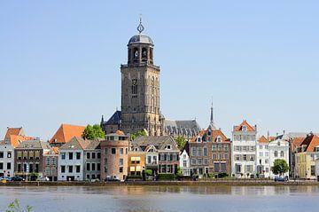 Deventer Lebuïnustoren bij hoogwater von Wiljo van Essen