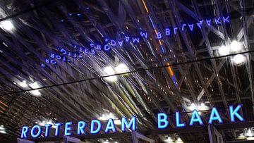 Rotterdam Blaak dans la nuit sur Erik Groen