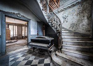 Klavier im Treppenhaus