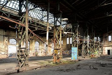 verlassenen Fabrikhalle einer ehemaligen Firma in Magdeburg von Heiko Kueverling