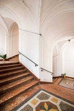 Treppenhaus im ersten Stock von Perry Wiertz