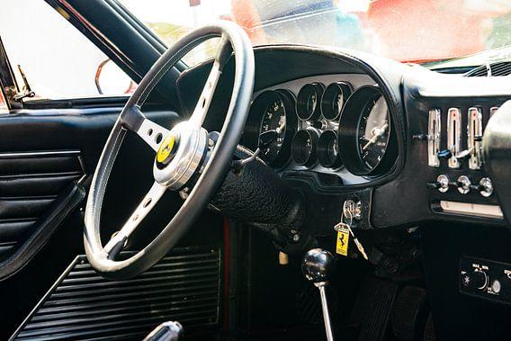 Ferrari 365 GTB Daytona klassiek sportwagen dashboard