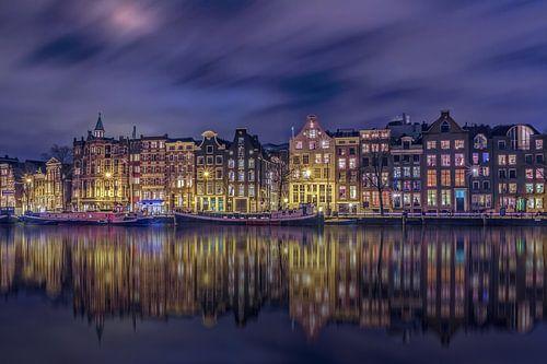 Grachtenpanden aan de Amstel in Amsterdam