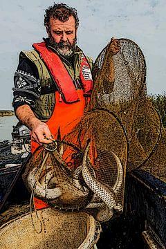 Palingvisser leegt zijn fuik met paling van e pha