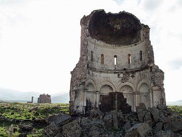 Ruine in de oude Armeense stad Ani (1) von Anne Hana