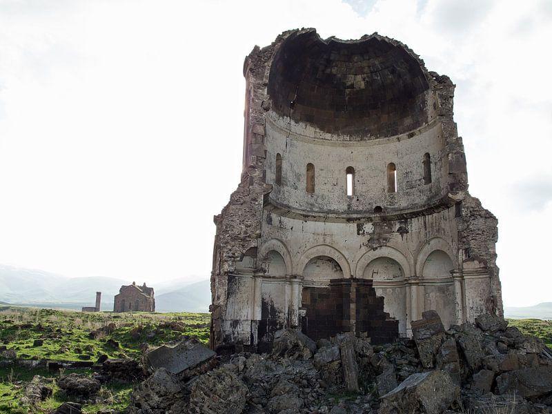 Ruine in de oude Armeense stad Ani (1) van Anne Hana