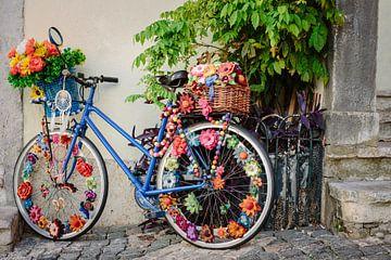 gekleurde fiets - Lissabon van Karin Verhoog
