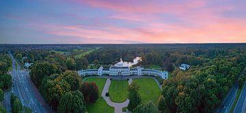Vue aérienne du palais de Soestdijk aux Pays-Bas au coucher du soleil sur Nisangha Masselink
