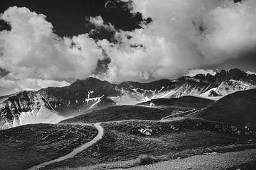 Berge in der Schweiz | Schwarz-Weiss-Foto | Natur | Landschaftsfotografie | Ansichten von Melody Drost