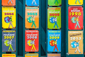 """Verzameling """"Le Routard"""" keurmerken op schild"""