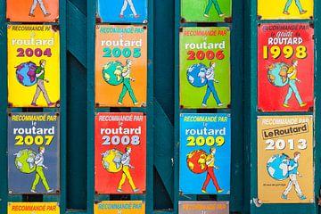 """Verzameling """"Le Routard"""" keurmerken op schild van"""