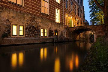 Paushuize aan de Kromme Nieuwegracht in Utrecht sur Donker Utrecht