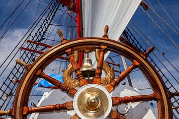 Steuerrad auf einem Segelboot von Tilo Grellmann | Photography