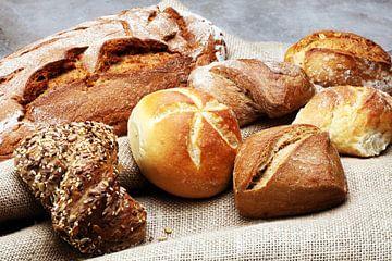 Verschiedene Brot und Brötchensorten auf einem Bäckerei Poster von Beats