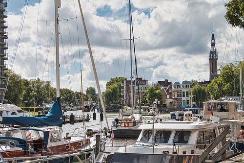 De Oosterhaven in Groningen in de zon