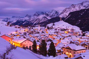 Bergdorf im Schnee von Frank Peters