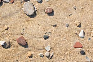 Stenen op het strand van Ulrike Leone