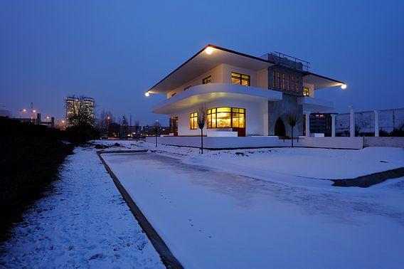 De achterzijde van Villa Jongerius aan de Kanaalweg in Utrecht van Donker Utrecht