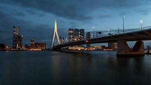 Nachtfoto van de Kop van Zuid Rotterdam