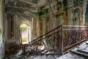 Schöne Treppe im Verfall. von