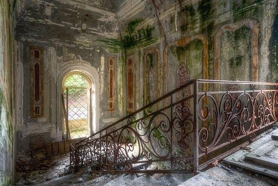 Schöne Treppe im Verfall.