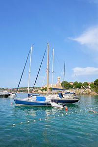 Bateaux dans le port de la ville de Krk en Croatie sur Heiko Kueverling